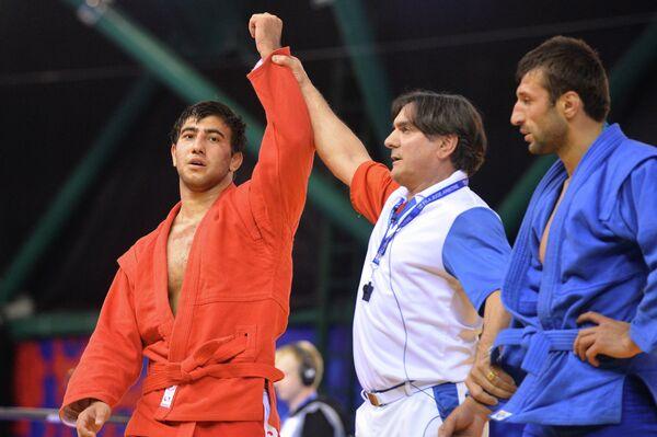 Давид Оганисян (Россия) (слева)