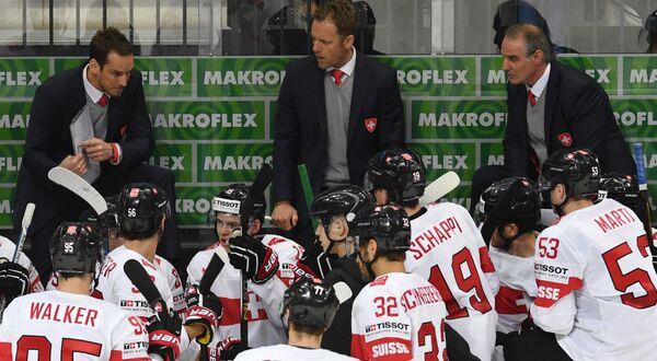 Главный тренер сборной Швейцарии Патрик Фишер (слева)