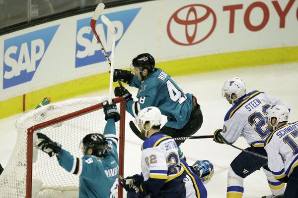 Игровой момент матча НХЛ Сан-Хосе Шаркс - Сент-Луис Блюз
