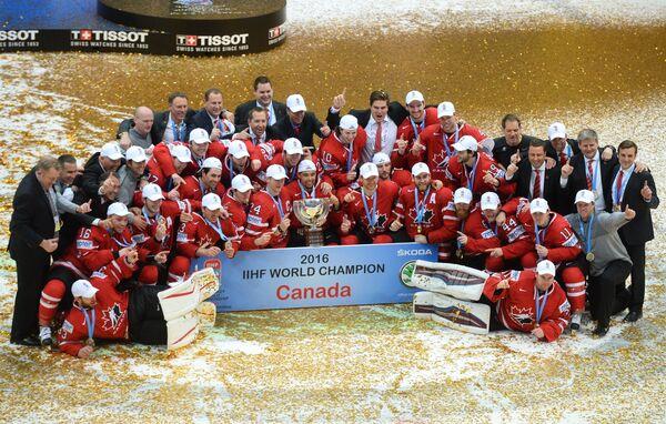 Хоккеисты и тренерский штаб сборной Канады