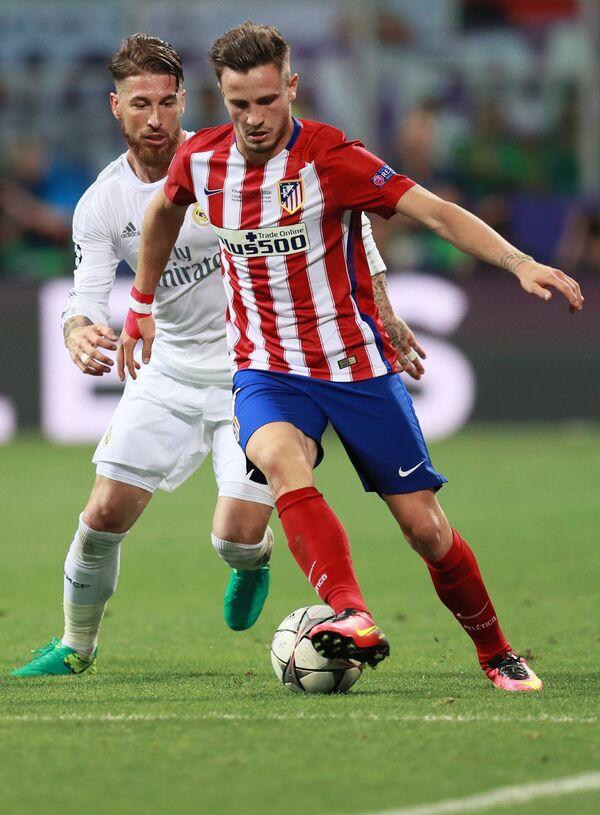 Защитник ФК Реал Серхио Рамос (слева) и полузащитник ФК Атлетико Сауль