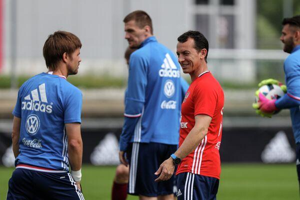 Тренер по физподготовке сборной России по футболу Паулино Гранеро (справа)