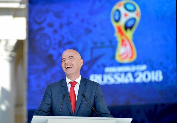Президент ФИФА Джанни Инфантино выступает на церемонии старта волонтёрской программы