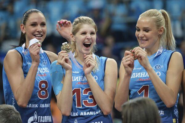 Волейболистки Динамо (Москва) Наталия Гончарова, Ирина Фетисова и Юлия Морозова (слева направо)