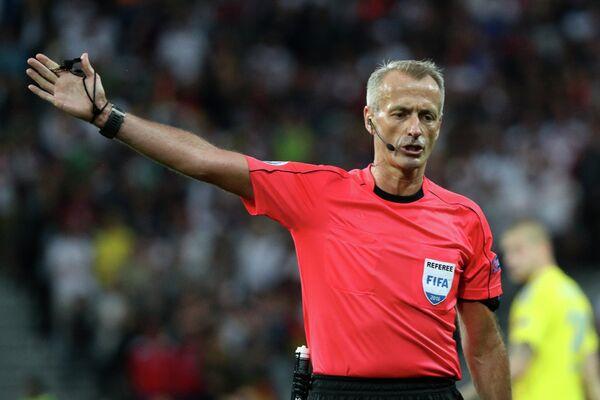 Главный судья матча группового этапа чемпионата Европы по футболу - 2016 Германия - Украина Мартин Аткинсон
