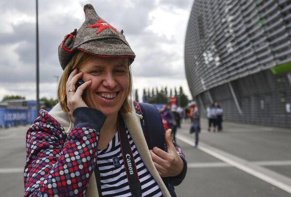 Российская болельщица перед матчем Россия - Словакия
