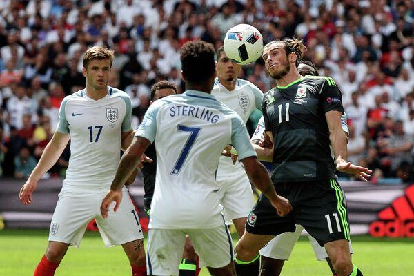 Игровой момент матча Англия - Уэльс