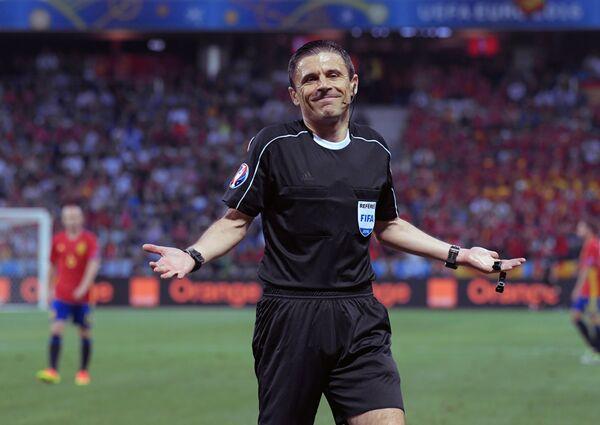 Главный судья матча группового этапа чемпионата Европы по футболу - 2016 Испания - Турция Милорад Мажич