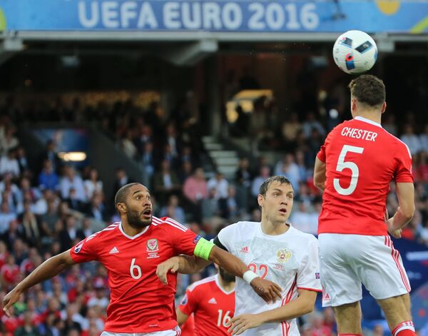 Игровой момент матча Россия - Уэльс