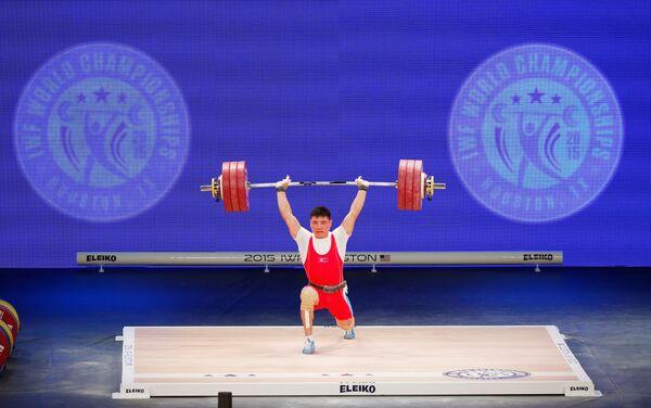 Северокорейский тяжелоатлет Ким Гван Сон