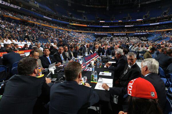 Представители клуба Коламбус на церемонии драфта НХЛ 2016 в Баффало
