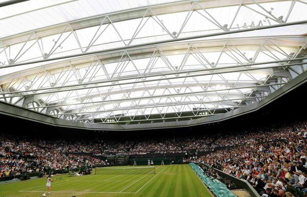Вид на теннисный корт во время Уимблдонского турнира