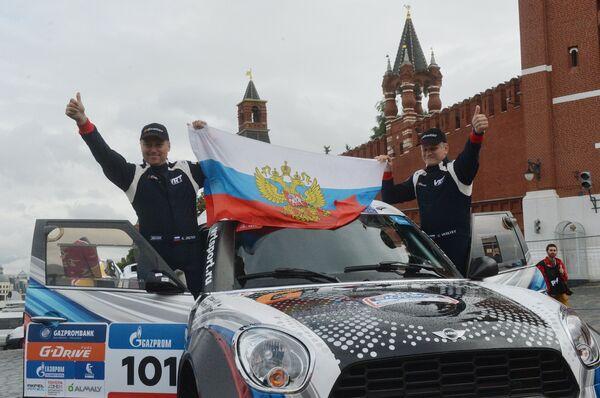Российский экипаж команды G-Energy Team в составе Владимира Васильева (слева) и Константина Жильцова