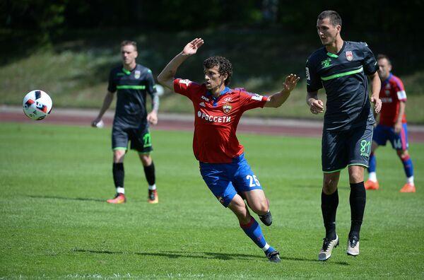 Роман Еременко и Виктор Васин (слева направо на первом плане)