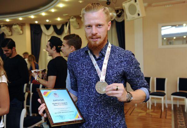 Защитник Ростова Иван Новосельцев с серебряной медалью чемпионата России