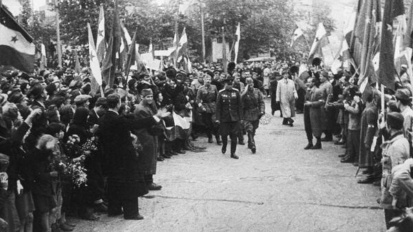 Советские войска и югославские партизаны входят в Белград